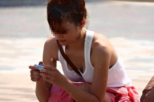タンクトップのエロい海外女子が普通に街中にいるってヤバくない?wwwww(121枚)・101枚目