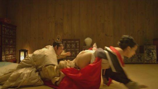 パラサイト(映画)の女優チョ・ヨジョンの濡れ場シーン。(30枚)・28枚目