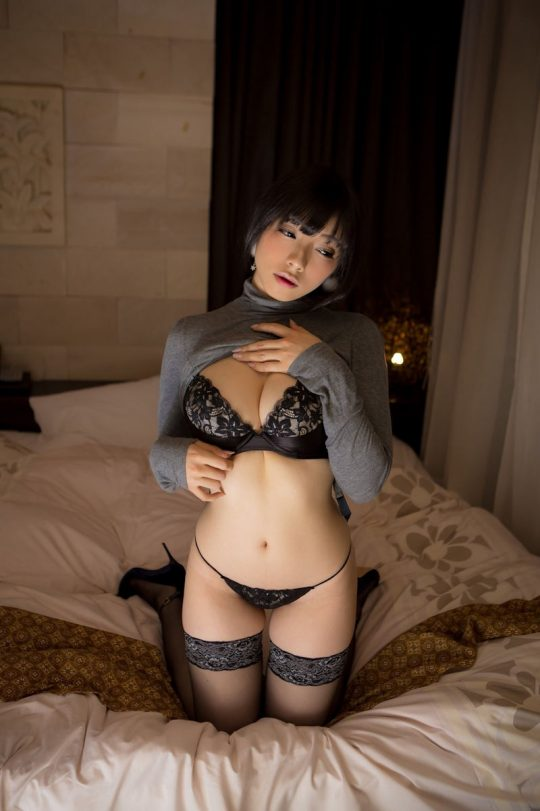 【画像大量】黒は女を引き立たせる、セクシー過ぎ注意な黒下着お姉さんのエロ画像まとめ・1枚目