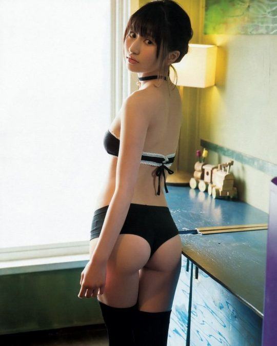 【画像大量】黒は女を引き立たせる、セクシー過ぎ注意な黒下着お姉さんのエロ画像まとめ・10枚目