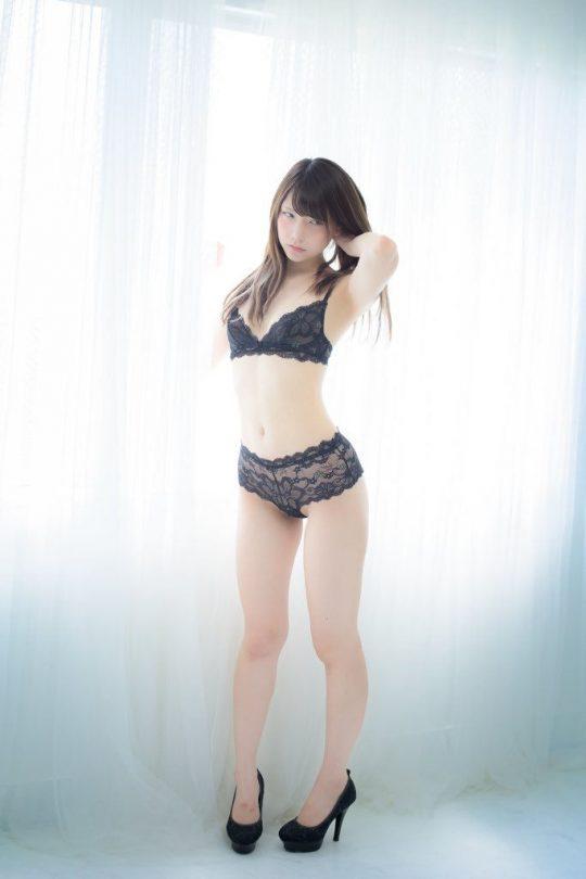 【画像大量】黒は女を引き立たせる、セクシー過ぎ注意な黒下着お姉さんのエロ画像まとめ・22枚目