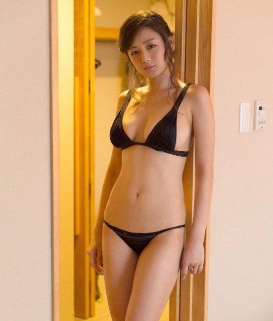 【画像大量】黒は女を引き立たせる、セクシー過ぎ注意な黒下着お姉さんのエロ画像まとめ・33枚目