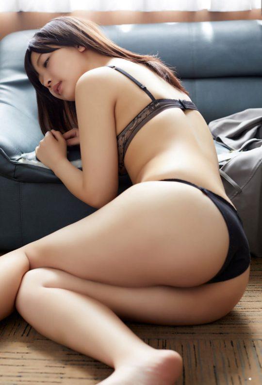 【画像大量】黒は女を引き立たせる、セクシー過ぎ注意な黒下着お姉さんのエロ画像まとめ・36枚目