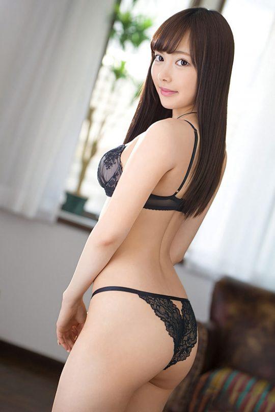 【画像大量】黒は女を引き立たせる、セクシー過ぎ注意な黒下着お姉さんのエロ画像まとめ・38枚目