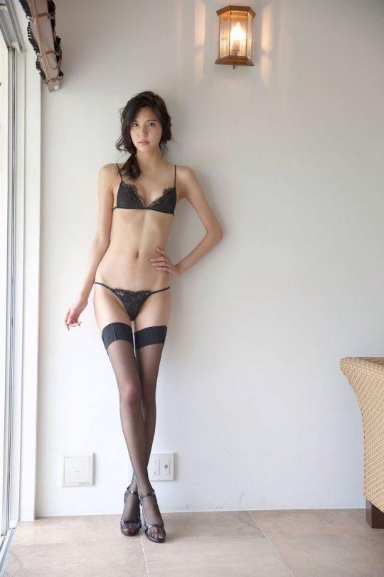 【画像大量】黒は女を引き立たせる、セクシー過ぎ注意な黒下着お姉さんのエロ画像まとめ・39枚目