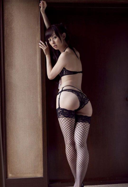 【画像大量】黒は女を引き立たせる、セクシー過ぎ注意な黒下着お姉さんのエロ画像まとめ・43枚目
