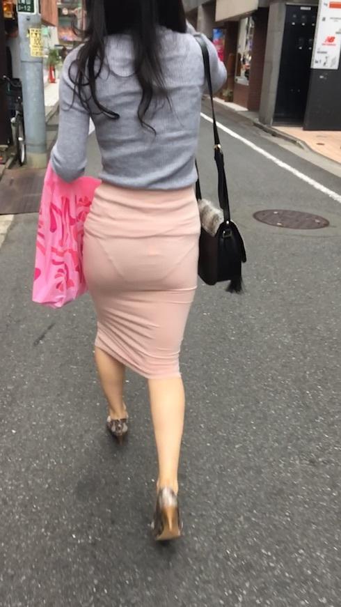 """【透けパンエロ】ぴったりパンツで下着が透けちゃってる女の子を撮った""""透けパン盗撮""""のエロ画像・7枚目"""