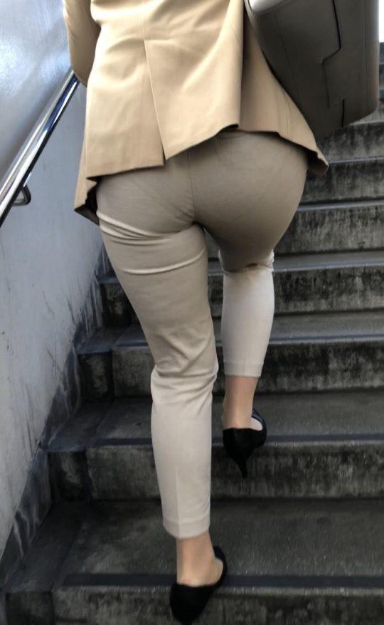 """【透けパンエロ】ぴったりパンツで下着が透けちゃってる女の子を撮った""""透けパン盗撮""""のエロ画像・14枚目"""
