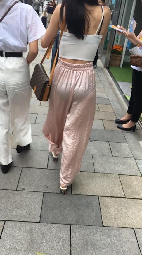 """【透けパンエロ】ぴったりパンツで下着が透けちゃってる女の子を撮った""""透けパン盗撮""""のエロ画像・27枚目"""