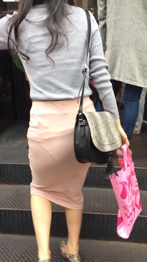 """【透けパンエロ】ぴったりパンツで下着が透けちゃってる女の子を撮った""""透けパン盗撮""""のエロ画像・28枚目"""