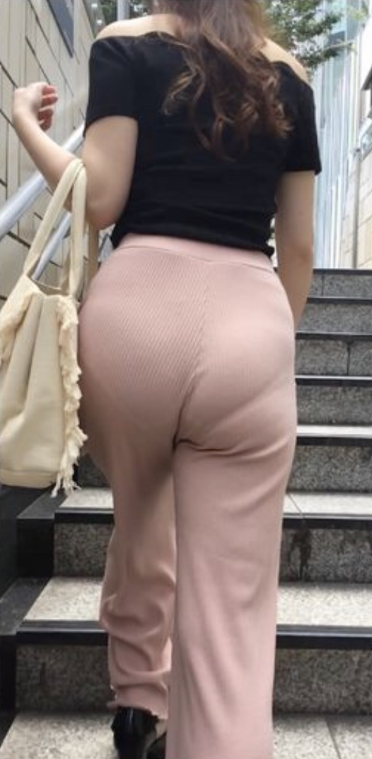 """【透けパンエロ】ぴったりパンツで下着が透けちゃってる女の子を撮った""""透けパン盗撮""""のエロ画像・30枚目"""