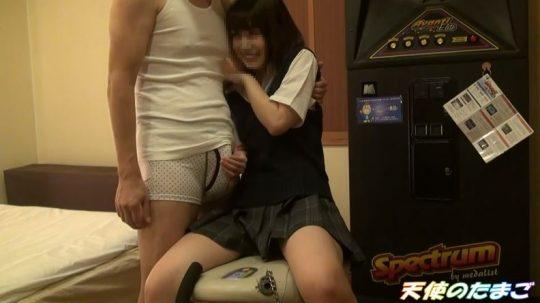 【制服美少女】クリオナ大好きな清楚系美少女JK、おじさんに妊娠するほど大量に中出しされる!!・4枚目